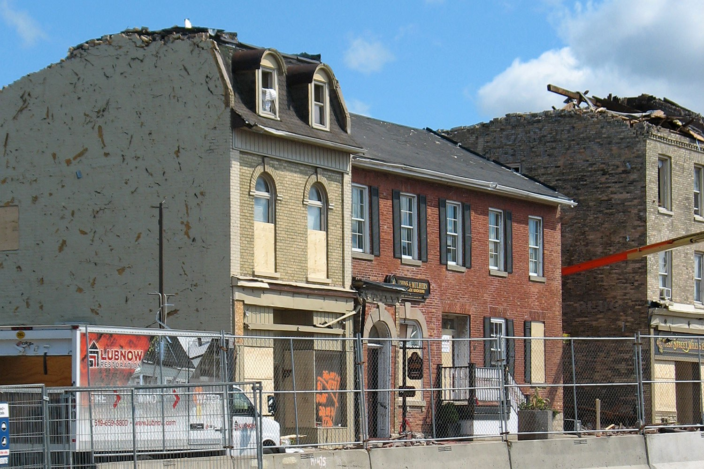 Le 50, rue West, à la suite de la tornade (Photo avec l'aimable autorisation de Bob Davis)