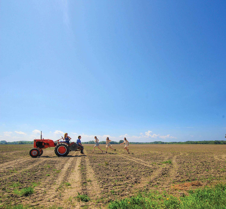 Champ, tracteur et famille Lefaive