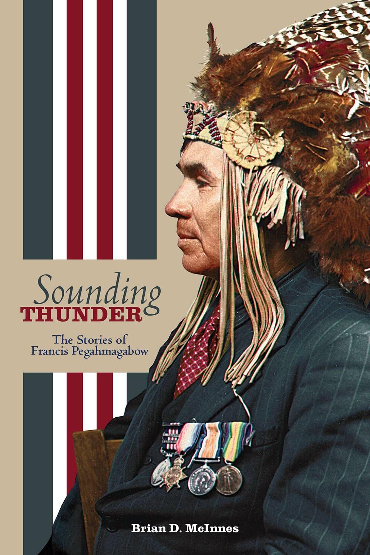 """Couverture du livre du Dr Brian McInnes """"Sounding Thunder: Stories of Francis Pegahmagabow"""""""
