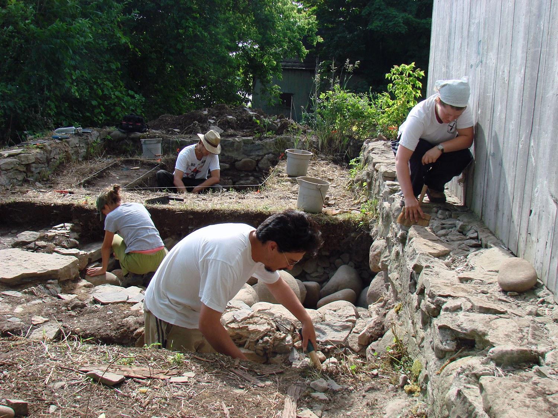 Les fouilles de 2007 ont mis au jour le dépôt de glace et le fumoir de la maison Macdonell
