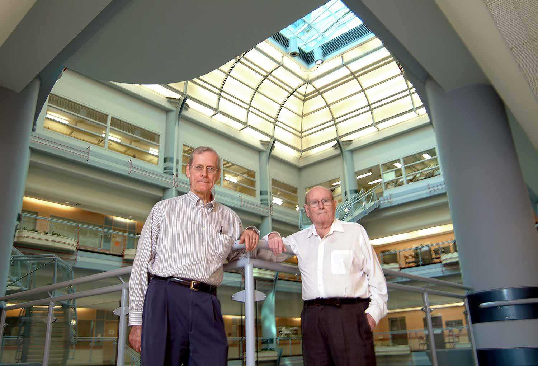 Les docteurs Jim Till et Ernest McCulloch (Photo : Université de Toronto)