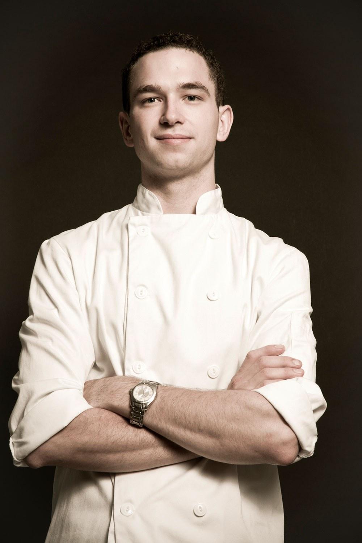 Carl Heinrich est copropriétaire du restaurant Richmond Station à Toronto, et a remporté l'édition de Top Chef Canada de cette année
