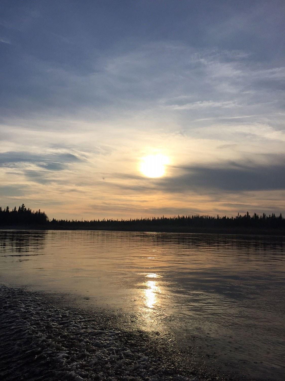 Coucher de soleil sur la rivière Moose à Moose Factory.